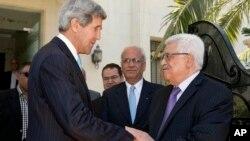 美國國務卿約翰.克里於6月29日與巴勒斯坦民族權力機構主席阿巴斯會面。