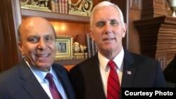 سید جاوید انور امریکی نائب صدر مائک پینس کے ساتھ
