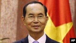 Công chúng bàn luận rôm rả về sức khỏe ông Trần Đại Quang rõ ràng gây nhiều tác hại nghiêm trọng cho vị thế Chủ tịch Nhà nước của ông Quang.