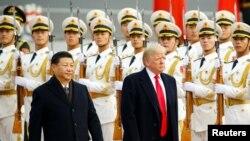 Xi Jinping et Donald Trump lors de la cérémonie d'accueil du président américain à Pékin, Chine, le 9 novembre 2017.