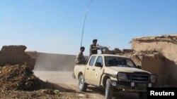 مسوولین محلی هلمند می گویند که نیرو های امنیتی افغان شب گذشته به شش کیکو متری مرکز ولسوالی سنگین عقب نشینی کرده اند.
