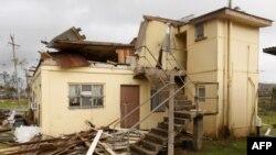 Một căn nhà đổ nát trong vùng bão Yasi quét qua ở thị trấn Tully, miền bắc Australian, ngày 3 tháng 2, 2011.