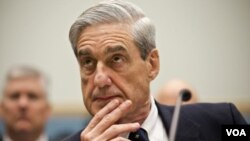 ຜູ້ອໍານວຍການອົງການສັນຕິບານກາງຫລື FBI ຂອງສະຫະລັດ ທ່ານ Robert Mueller 