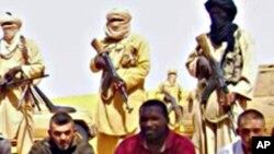 ARCHIVES - Photo des otages extraite de la vidéo diffusée par AQMI.