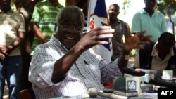 FILE - Rebel leader of former Mozambican rebel movement Renamo turned opposition party chief, Afonso Dhlakama, gives a press conference, April 10, 2013, in Gorongosa's mountains, Mozambique.