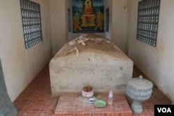 The tomb of Khmer Rouge military commander Ta Mok is located inside a pagoda in Anlong Veng district. (Sun Narin/VOA Khmer)