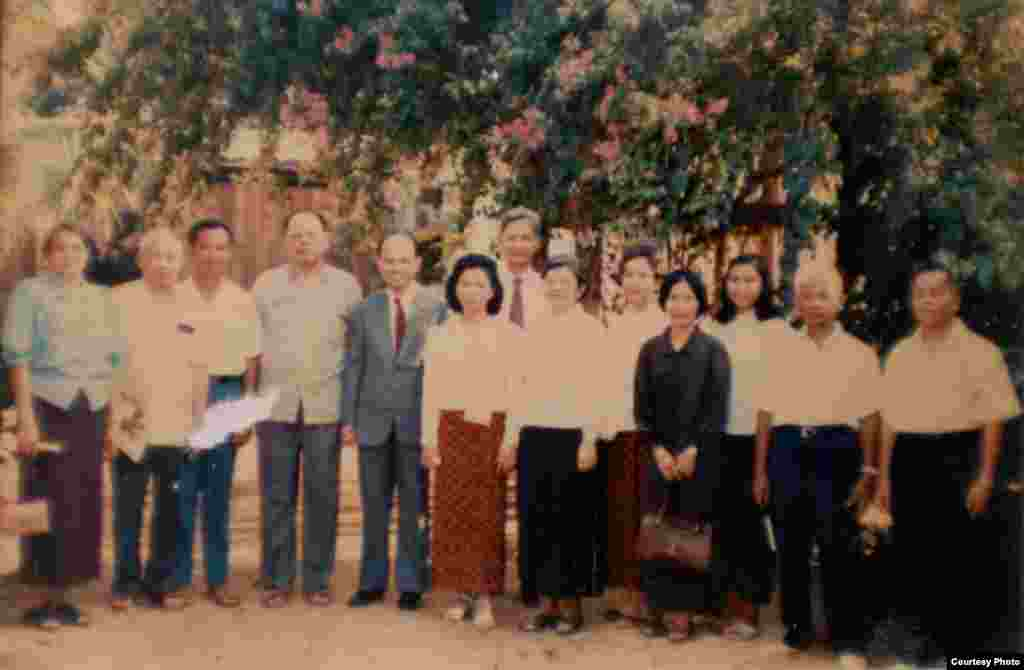 Ieng Sary (fourth from left) poses with other Khmer Rouge members in Malai, a small town near Thai border, March 1988. (Documentation Center of Cambodia Archive)
