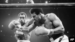 Ken Norton (trái) trong trận đấu thứ hai với Muhammad Ali, ngày 10/9/1973 (ảnh tư liệu).