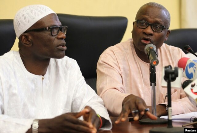 (L-R) Lateef Aderemi Ibirogba, Lagos' State Commissioner for Information and Strategy, sits with Dr. Jide Idris, the Commissioner for Health, during a news conference on the death of an Ebola victim in Lagos, July 25, 2014.