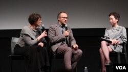 Андрей Звягинцев и куратор MoMA Ла-Фрэнсис Хви (справа). Photo: Oleg Sulkin