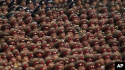 노동당 창건 기념식을 거행하는 북한 인민군 (자료사진)