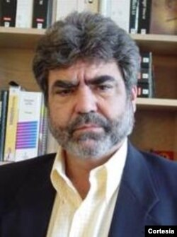 Prof. Daniel Álvarez, teólogo y docente de Estudios Religiosos en FIU
