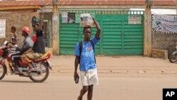 Une localité de la périphérie de Kenema, où la secte Poro est très présente, en Sierra Leone.