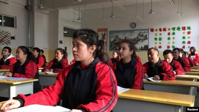 中国外交官为新疆拘禁营辩护:不懂普通话,何谈人权?