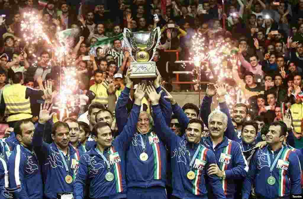 قهرمانی ایران در رقابت های جام جهانی کشتی آزاد عکس: مقداد مددی