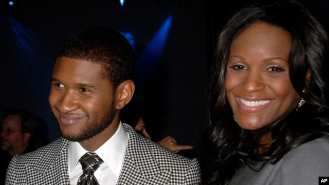 Grammy award winner Usher Raymond and wife his Tameka Foster mingle at a party in New York, Sept. 25, 2007. (File Photo)