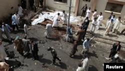Место взрыва бомбы возле больницы в Кветте, Пакистан, 8 августа 2016.