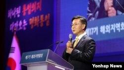 한국 홍용표 통일부 장관이 18일 서울에서 열린 '제17기 민주평화통일자문회의 해외지역회의'에서 발언하고 있다.
