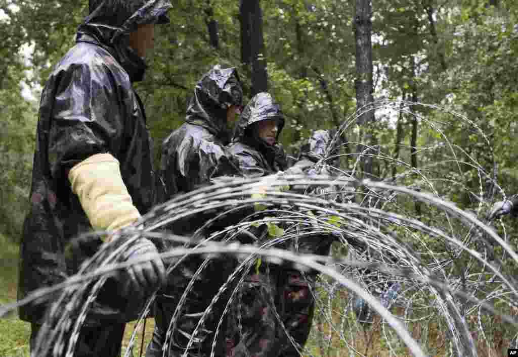 جمعہ کو ہنگری نے کروئیشیا کے ساتھ اپنی سرحد کو پوری طرح سے بند کر دیا تھا۔