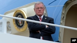 Acting national security adviser Keith Kellogg waits for the arrival of President Donald Trump at the top of the steps of Air Force One at Andrews Air Force Base, Md., Feb. 17, 2017.