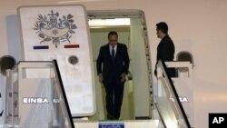 ورود فرانسوا اولاند رئیس جمهوری فرانسه به فرودگاه خوزه مارتی هاوانا، کوبا - ۲۰ اردیبهشت ۱۳۹۴