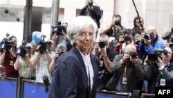 Avrupa'daki ekonomik krize IMF Başkanı Christine Lagarde de çözüm bulmaya çalışıyor