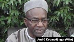 Le chef de file de l'opposition tchadienne, Saleh Kebzabo de l'UNDR Union Nationale pour le Renouveau et le Développement parle lors d'une conférence de presse à N'Djamena, 29 avril 2016. (VOA/André Kodmadjingar)