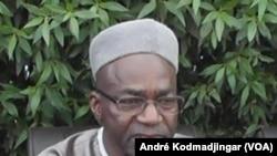 Le chef de file de l'opposition tchadienne, Saleh Kebzabo de l'UNDR Union Nationale pour le Renouveau et le Développement parle lors d'une conférence de presse à N'Djamena, 29 avril 2016. VOA/André Kodmadjingar