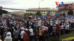 Sam Rainsy Told Huge Crowd He Was Innocent​