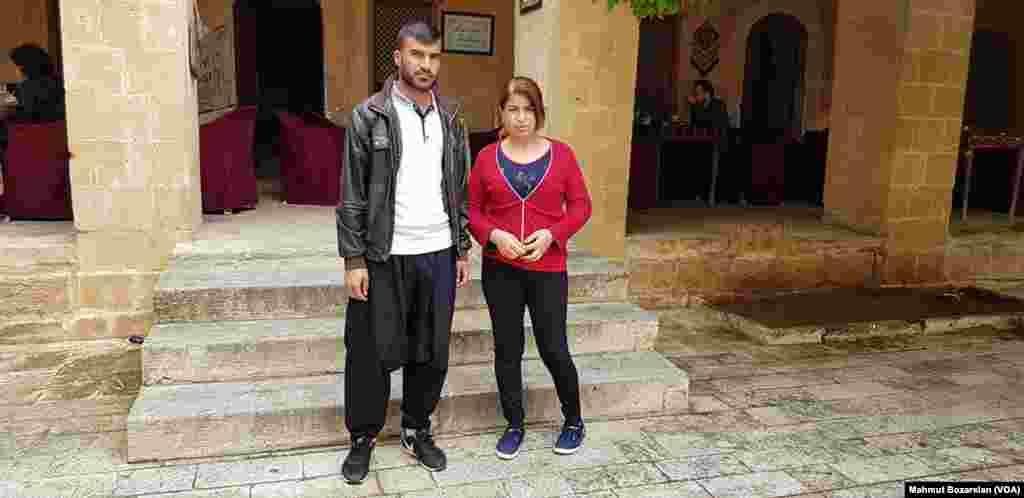 Yaklaşık dört yıldır Türkiye'de yaşayan Şemi, yeğeni Saad ve ailesi, binlerce Ezidi gibi arafta kalmış. Sincar'a dönemeyen aile, başka bir ülkeye gitmek için Birleşmiş Milletler'e yaptıkları başvurunun sonucunu bekliyor