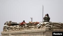 تصویر آرشیوی از اعضای گروه موسوم به نیروهای دموکراتیک سوریه در استان رقه.