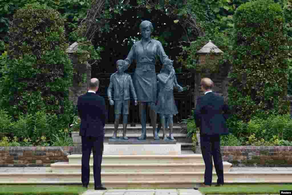شہزادہ ہیری اور ولیم کی والدہ لیڈی ڈیانا 1997 میں 36 برس کی عمر میں ایک کار حادثے میں ہلاک ہو گئی تھیں۔