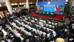 Lãnh đạo các quốc gia trong nhóm BRICS tham dự 1 cuộc họp báo chung của hội nghị thượng đỉnh BRICS tại Sanya, tỉnh Hải Nam, Trung Quốc, 14/4/2011