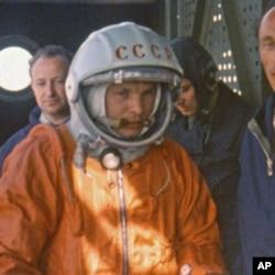 1961年4月苏联宇航员加加林在升空前