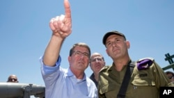 U.S. Defense Secretary Ash Carter, Israeli Defense Minister Moshe Ya'alon, center, and Israel Defense Forces (IDF) 91st Division Commander Moni Katz, right, view the Hula Valley from the Hussein Lookout near Kiryat Shmona, Israel, Monday, July 20, 2015.