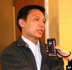 Tiến sĩ Nguyễn Ðình Thắng trả lời phỏng vấn của VOA