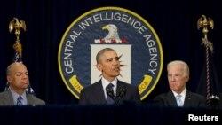 Presiden AS Barack Obama berbicara menyusul pertemuan dengan Dewan Keamanan Nasional di Markas CIA di Langley, Virginia (13/4). (Reuters/Kevin Lamarque)