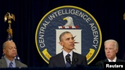 2016年4月13日美国总统奥巴马(中)在中情局总讲话。 左边是国土安全部部长约翰逊,右边是副总统拜登。