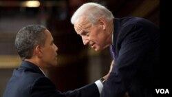 El presidente Barack Obama y el vicepresidente Joe Biden, tras finalizar la sesión conjunta de ambas cámaras del Congreso.