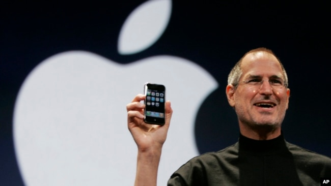 Steve Jobs Announces The First IPhone At An Apple Event In Early 2007