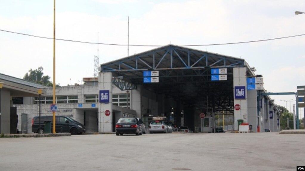 Policia greke bllokon për 9 orë kufirin në Kakavijë