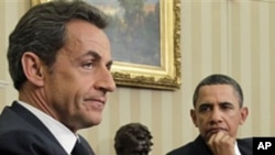 President Barack Obama (r) meets with France's President Nicolas Sarkozy at the White House, 10 Jan 2011