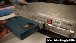 Perekam kaset video VHS di Tokyo pada 22 Juli 2016. (Foto: AFP/Kazuhiro Nogi)