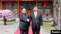 Lãnh tụ Kim Jong Un bắt tay Chủ tịch Tập Cận Bình ở Bắc Kinh.