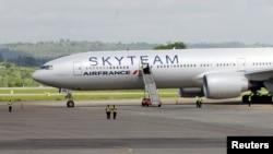 Boeing 777 da Air France que teve uma aterragem de emergência, em Mombaça, Quénia.
