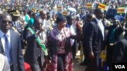 UMongameli Robert Mugabe lomkakhe basemathuneni eNational Heroes Acre eHarare ...