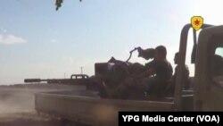 Şervanên YPG li Kobanê dijî DAÎŞ şer dikin