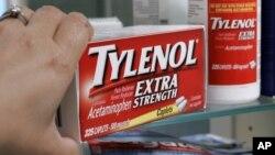 El Tylenol es un calmante que se vende sin receta en las farmacias y contiene Acetaminofén.