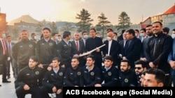 عمران خان د افغان کرکټ ملي لوبډلې له غړو سره د لیدنې پرمهال
