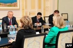 Prezident Islom Karimov AQSh Davlat kotibasi Xillari Klinton bilan muzokarada, Toshkent, 2010-yilning dekabri